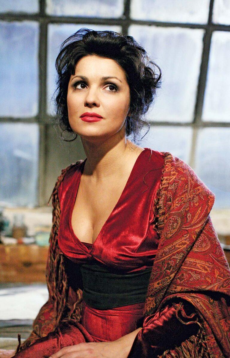 Anna-Netrebko-Mimi-Puccini-La-Boheme